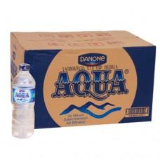 Air Mineral Aqua 600ml Per dus
